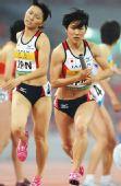 图文:中国田径赛女子4X400米接力 日本交接棒