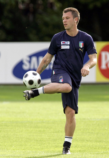 图文:意大利训练备战欧洲杯 卡萨诺很轻松