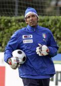 图文:意大利训练备战欧洲杯 布冯定海神针