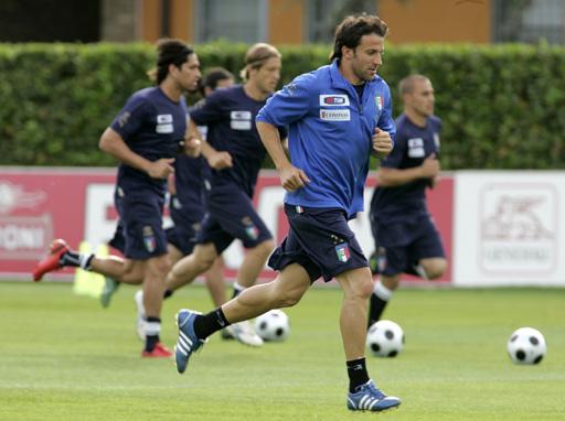 图文:意大利训练备战欧洲杯 皮耶罗渴望主力