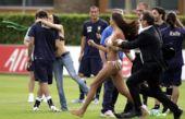 图文:意大利训练备战欧洲杯 被吻的是谁呢