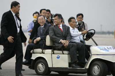 """潘基文准备乘机前往缅甸重灾区视察,他希望这次赈灾国际会议成为缅甸赈灾和灾后重建的""""转折点""""。IC图"""