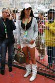 图文:F1摩纳哥站美女 时尚美眉现身