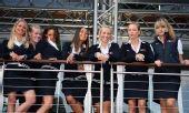 图文:F1摩纳哥站美女 简约职业装难挡美女