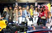 图文:F1摩纳哥站美女 红牛女郎赛场风景