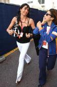 图文:F1摩纳哥站美女 黑色性感装尽显妩媚态