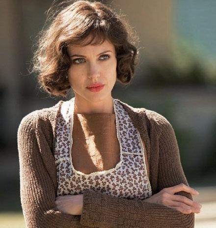 朱莉在伊斯特伍德这部新片中改头换面,有着精彩的演出