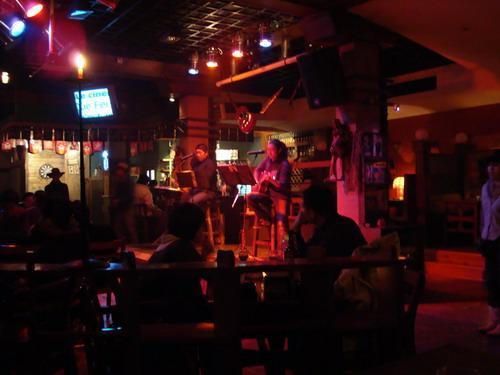 酒吧跳舞闪图_去酒吧怎么跳舞-在酒吧跳舞的女孩.有多少种._补肾参考网