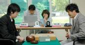 图文:LG杯世界棋王战首轮赛况 两人表情严肃