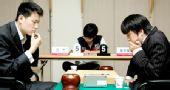图文:LG杯世界棋王战首轮赛况 孔杰陷入沉思