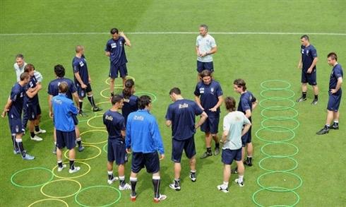 图文:意大利队集训备战欧洲杯 意大利群星璀璨