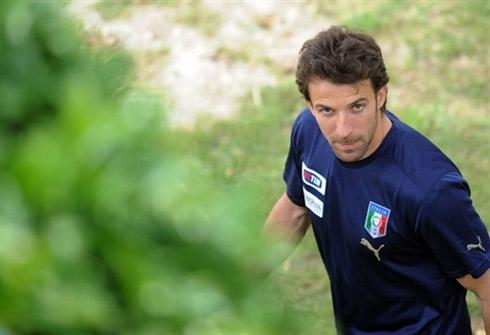 图文:意大利队集训备战欧洲杯 皮耶罗轻松自在