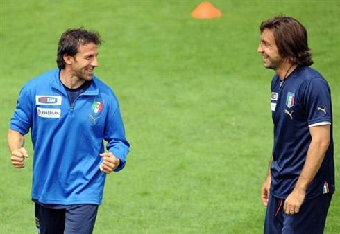 图文:意大利队集训备战欧洲杯 皮耶罗谈笑风生