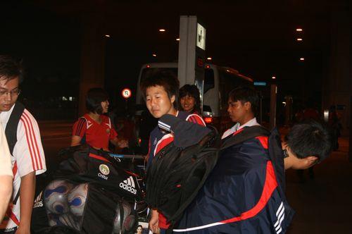 图文:[亚洲杯]女足抵达越南 毕妍疲劳
