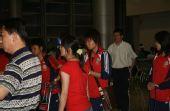 图文:[亚洲杯]女足抵达越南 疲惫表情