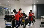 图文:[亚洲杯]女足抵达越南 等待大巴