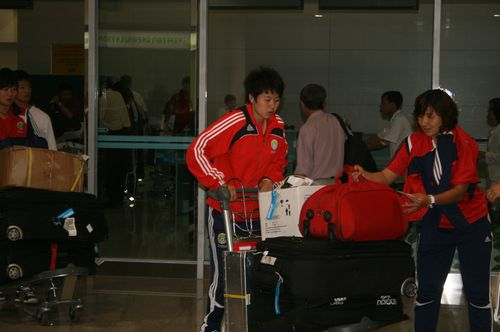 图文:[亚洲杯]女足抵达越南 准备充分