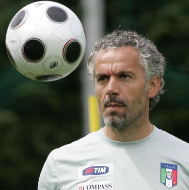 图文:意大利队集训备战欧洲杯 多纳多尼偷练