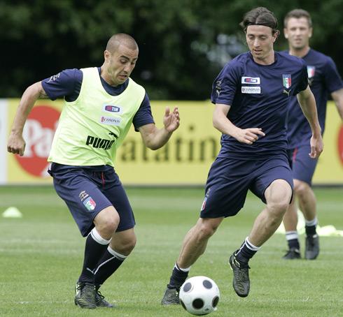 图文:意大利队集训备战欧洲杯 卡纳瓦罗凶猛