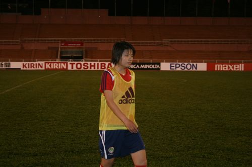 图文:[亚洲杯]女足越南首练 翁新芝准备好了