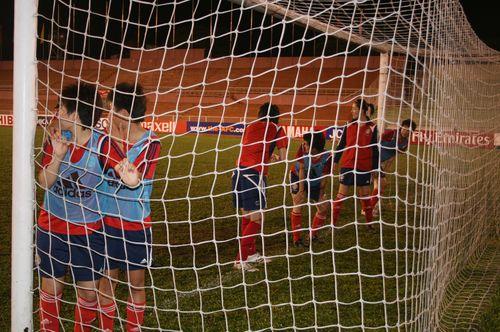 图文:[亚洲杯]女足越南首练 队员受惩罚