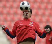 图文:捷克训练备战欧洲杯 费宁胸部停球