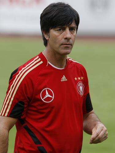 图文:德国队备战欧洲杯 展望前景勒夫双目炯炯