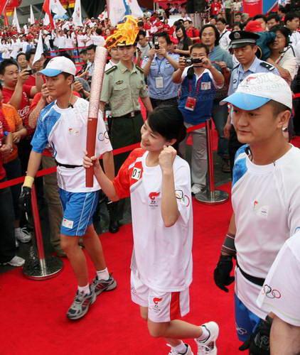 跳水世界冠军李娜起跑  奥运官网记者 王飞摄