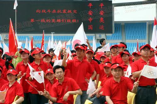 安徽人民向四川抗震一线的同志们致敬