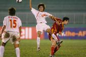 图文:[亚洲杯]女足VS越南 毕妍突破防守