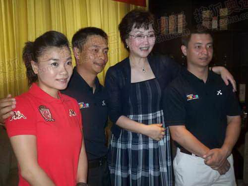 中国奥委会副主席何慧娴与奥运冠军