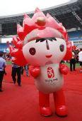 图文:安徽合肥体育中心体育场上可爱的福娃