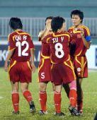 图文:[亚洲杯]女足VS越南 徐媛击掌庆祝进球