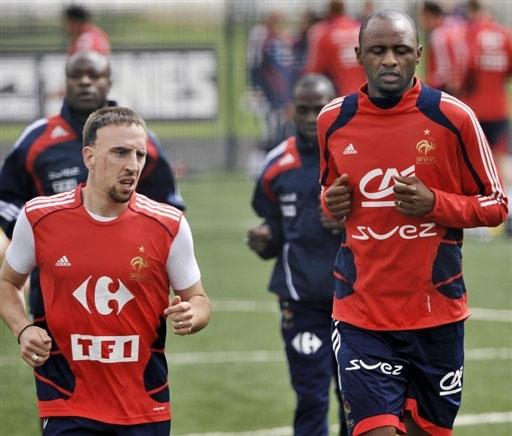 图文:法国积极备战欧洲杯 里贝里和维埃拉