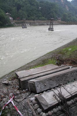 都江堰石碑受损严重