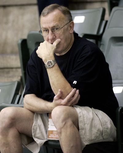 图文:NBA选秀前训练营 阿德尔曼仔细观察