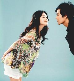 """大S(左)与彭于晏在""""爱的发声练习""""里是学生时代的恋人"""