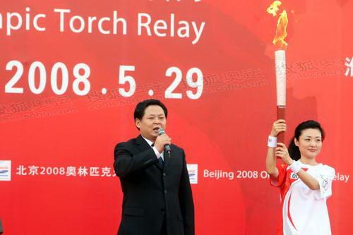 19杨振超宣布淮南市起跑活动启动