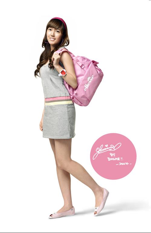 组图:少女时代9人9色代言品牌夏日服装 依依晓