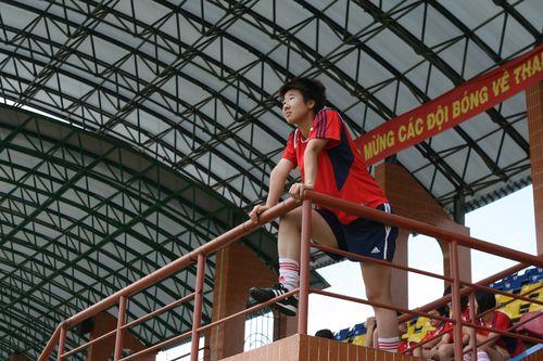 图文:[亚洲杯]女足备战中泰战 毕妍居高临下