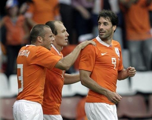 图文;[友谊赛]荷兰1-1丹麦 禁区之王庆祝进球