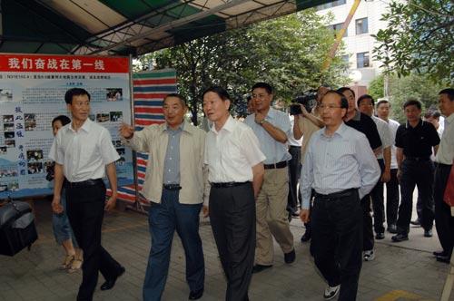 国航董事长孔栋,国航副总裁樊澄和国航西南分公司总经理师博,党委书记