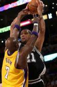 图文:[NBA]湖人VS马刺 奥多姆封锁路线