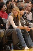 图文:[NBA]湖人VS马刺 好莱坞女星迪亚兹观战