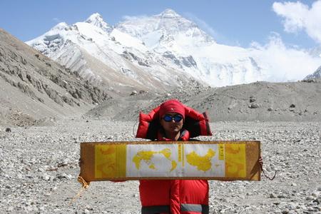 图文:奥运火炬接力纪念套装-登珠峰照片