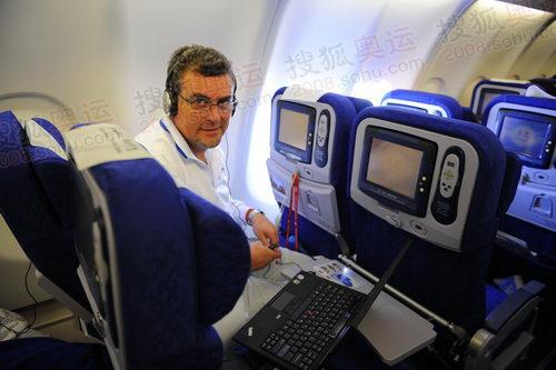在飞机上不忘向我展示联想最牛的电脑X300