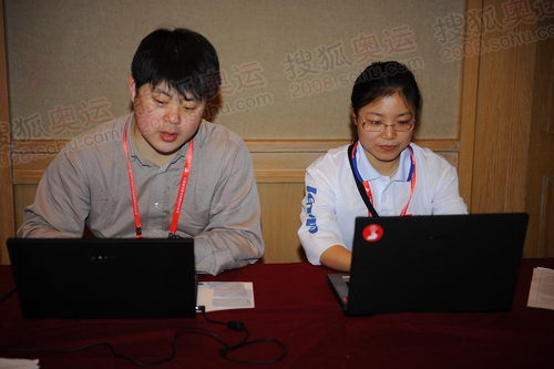 每一站联想都会设立运营办公室为团队提供电脑和网络