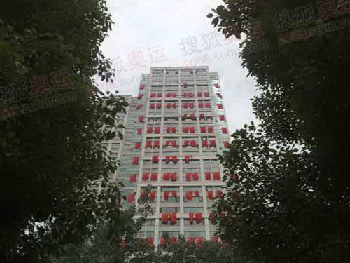 绿数掩映下的红旗楼 摄影/奥运官网记者 雷鹏