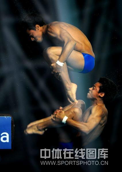 图文:南京站男子10米台预赛 古巴选手阿古雷