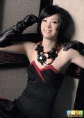 图文:张怡宁变身摩登女郎 黑色礼服和项链